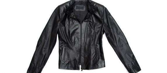 Как почистить кожаную куртку, не испортив материал