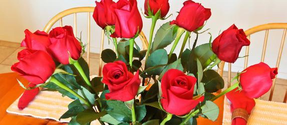 Как дольше сохранить розы в вазе свежими