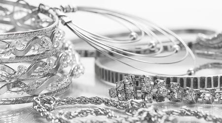 Как быстро и эффективно почистить серебряную цепочку в домашних условиях