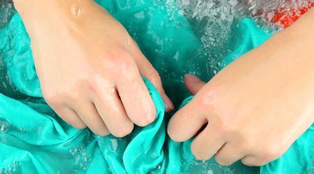 Чем отстирать мазут с одежды