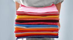 Как правильно складывать футболки: 7 способов на все случаи жизни