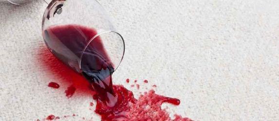Как отстирать след от красного вина