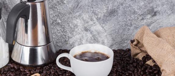 Кофеварка гейзерного типа: принципы работы и критерии выбора