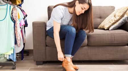 Как аккуратно разносить обувь, которая жмет