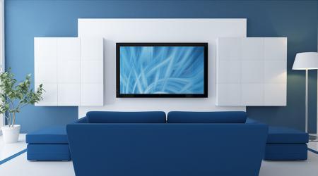 На какой высоте вешать телевизор на стену: оптимальные параметры