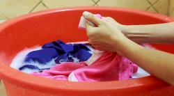 Как отстирать пятна от машинного масла с одежды в домашних условиях