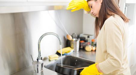 Как очистить сковороду от нагара внутри и снаружи, не повредив покрытие