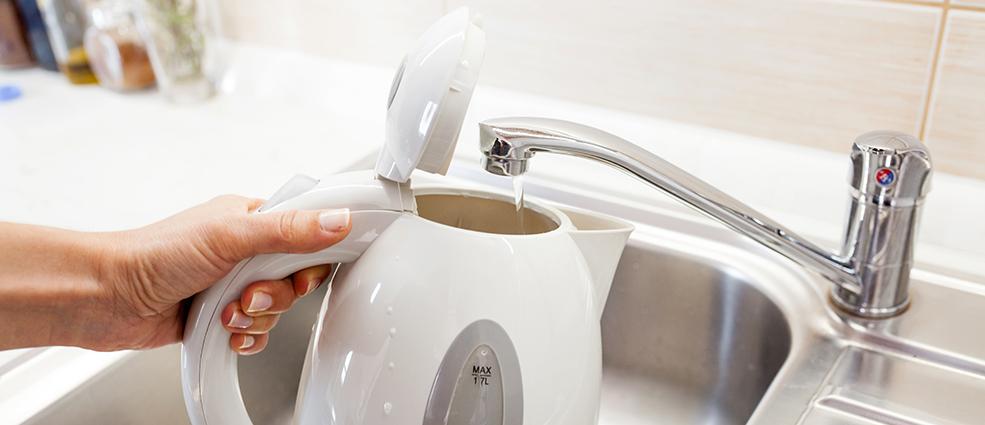 Как убрать накипь с электрического чайника