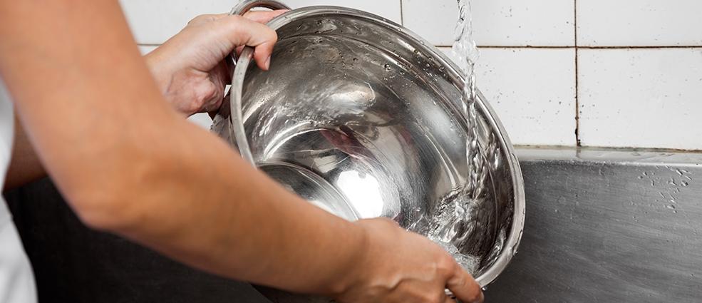 очистить пригоревшую кастрюлю