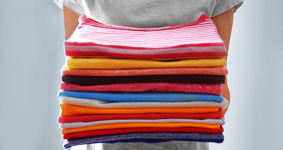 как складывать футболки